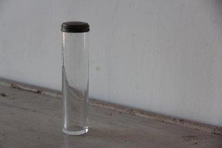 モノグラム蓋の細長い瓶
