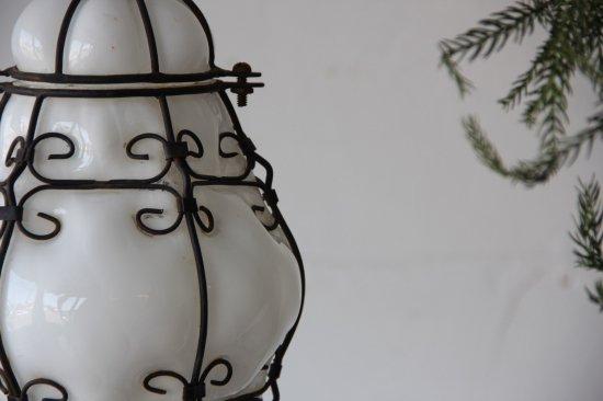 ミルクガラス×ワイヤーのランプシェード