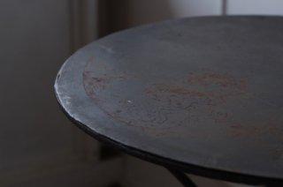 アイアンの丸テーブル