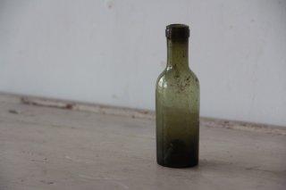 古びた苔色のミニボトルA