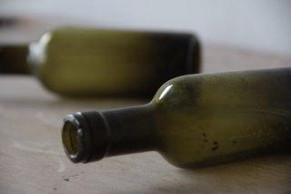 古びた苔色のミニボトルB