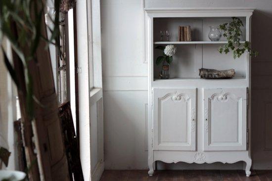 白ペイントのデコラティブな棚