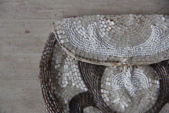 ビーズ編みのフラットポーチ