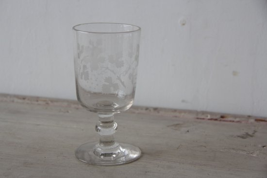 葡萄柄のガラスゴブレット