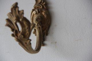 真鍮のロカイユ風フック