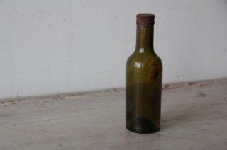 古びた苔色のミニボトルG