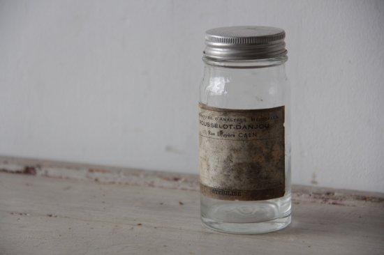 古いラベルのガラスボトル