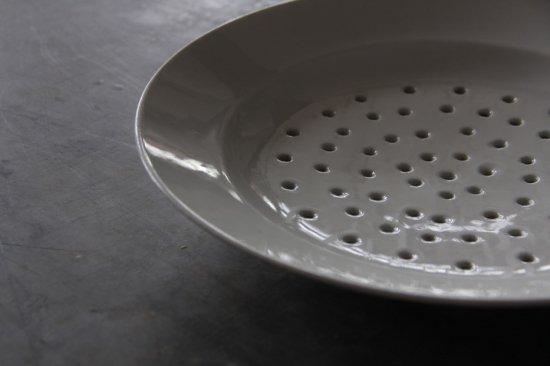 白釉の水切り皿 大