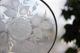 薔薇柄 サンドブラスト装飾のガラスプレート