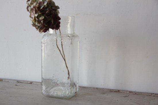 肉厚エンボスガラスの角型ボトル 蓋無し