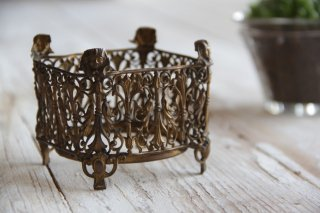 真鍮の透かし装飾ナプキンスタンド
