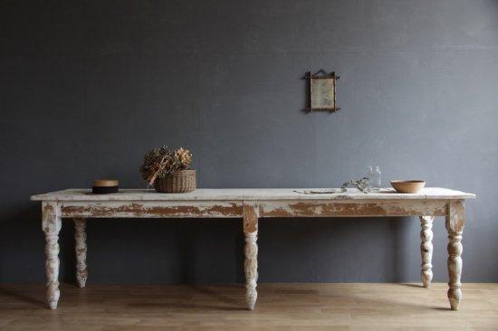 花屋のシャビーなワークテーブル