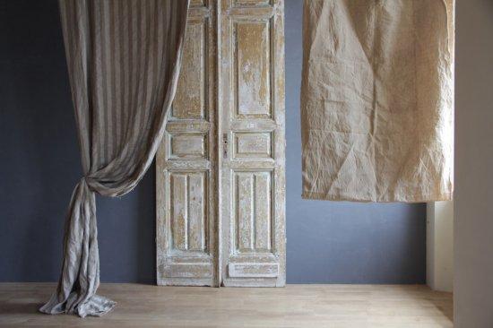 シャビーな木製室内ドア