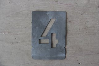 ブリキのステンシルプレート「4」