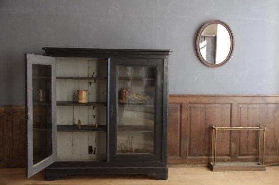 黒ペイントのガラス扉キャビネット/木製収納棚