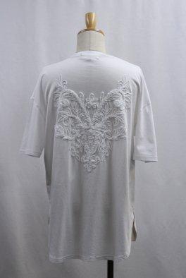 Back Embroidery  Hem Step Round Tee