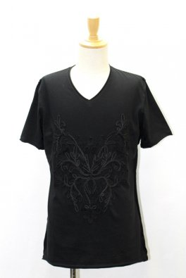 <img class='new_mark_img1' src='//img.shop-pro.jp/img/new/icons25.gif' style='border:none;display:inline;margin:0px;padding:0px;width:auto;' />Embroidery cut-off V-neck T-shirts