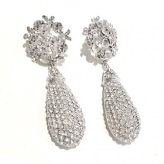 <img class='new_mark_img1' src='https://img.shop-pro.jp/img/new/icons14.gif' style='border:none;display:inline;margin:0px;padding:0px;width:auto;' />White Clover Tier Drop Crystal Earrings | シロツメクサ ティアドロップイヤリングorピアス