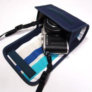 オリンパスペンLite E-PL10ケース / E-PL9ケース / E-PL8ケース--14-42mm EZ レンズキット(ネイビー・ストライプ)--カラビナ付
