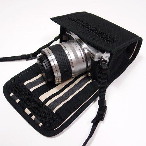 Nikon1 J5ケース- ダブルズームレンズ用(ブラック・カーボンストライプ)--カラビナ付