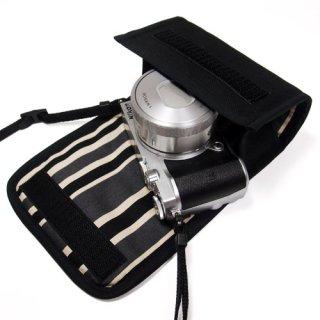 Nikon1 J5ケース- 標準ズームレンズ用(ブラック・カーボンストライプ)--カラビナ付