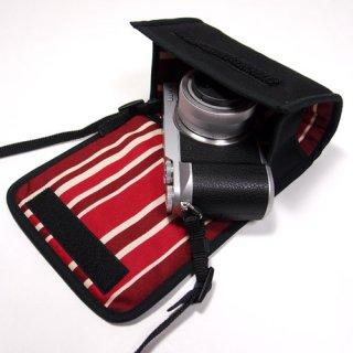 LUMIX GX7 MarkIIケース(ブラック・ボルドーストライプ) - 標準ズームレンズ用 --カラビナ付