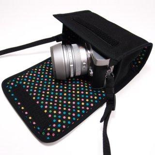 LUMIX GX7 MarkIIケース(ブラック・カラフルドットB) - ライカDGレンズ+レンズフード用 --カラビナ付