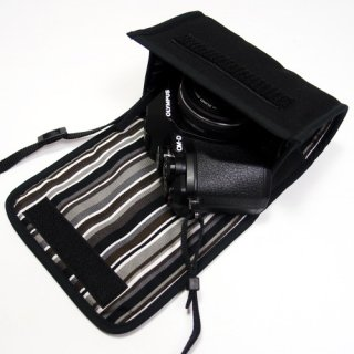 オリンパスOM-D E-M10 MarkIIIケース--14-42mm EZ レンズ用(ブラック・アルバグレイ)--カラビナ付