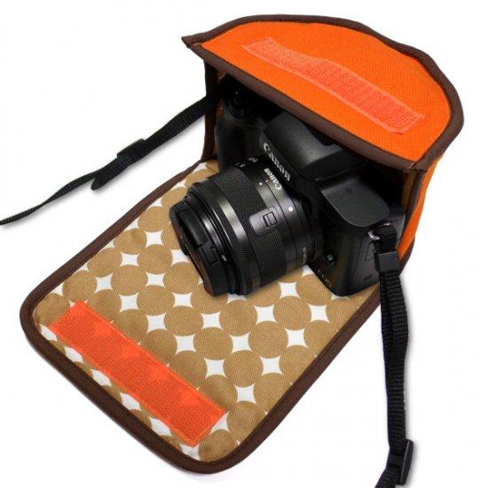 キヤノン EOS Kiss Mケース(オレンジ・ベージュドット) -EF-M15-45 IS STM レンズキット用