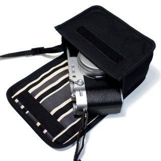 FUJIFILM X100Vケース/ X100Fケース(ブラック・カーボンストライプ)--カラビナ付