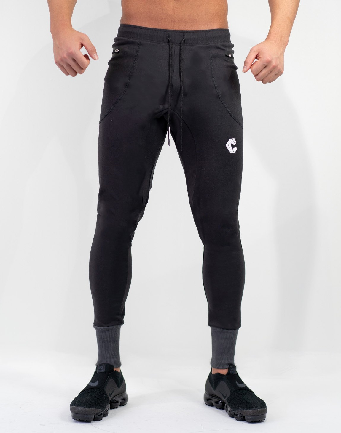 <img class='new_mark_img1' src='https://img.shop-pro.jp/img/new/icons1.gif' style='border:none;display:inline;margin:0px;padding:0px;width:auto;' />Mode Calf Logo jogger Pants Gray