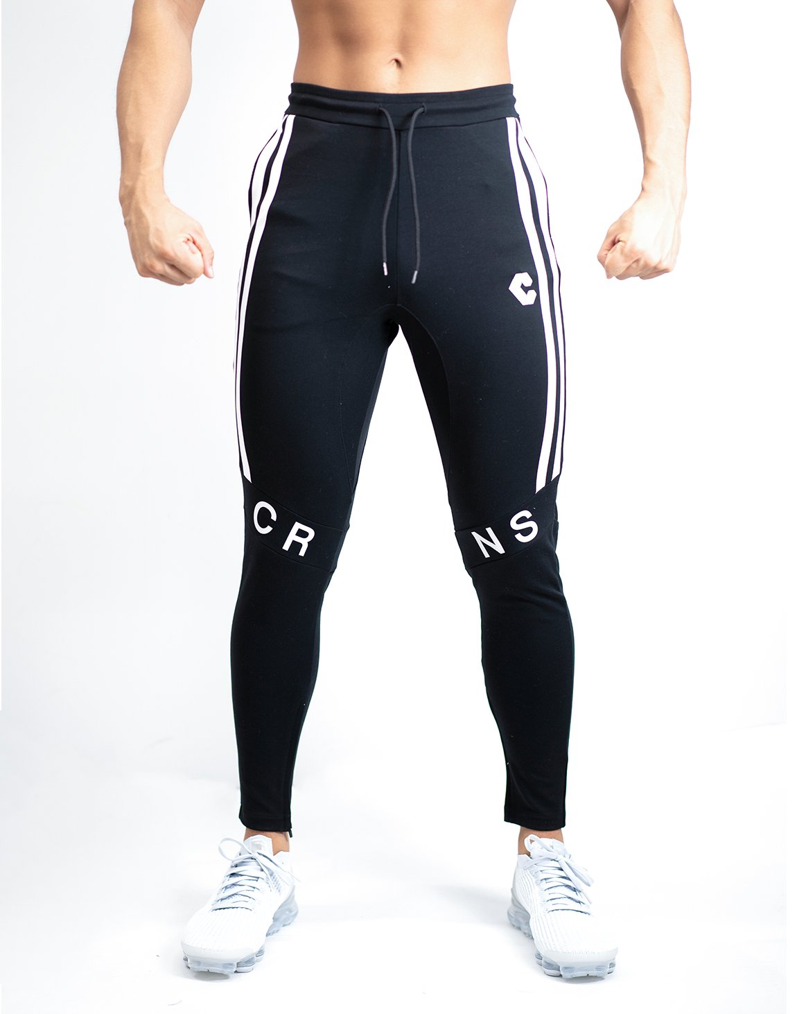 <img class='new_mark_img1' src='https://img.shop-pro.jp/img/new/icons1.gif' style='border:none;display:inline;margin:0px;padding:0px;width:auto;' />CRNS KNEE LOGO PANTS 【BLACK】