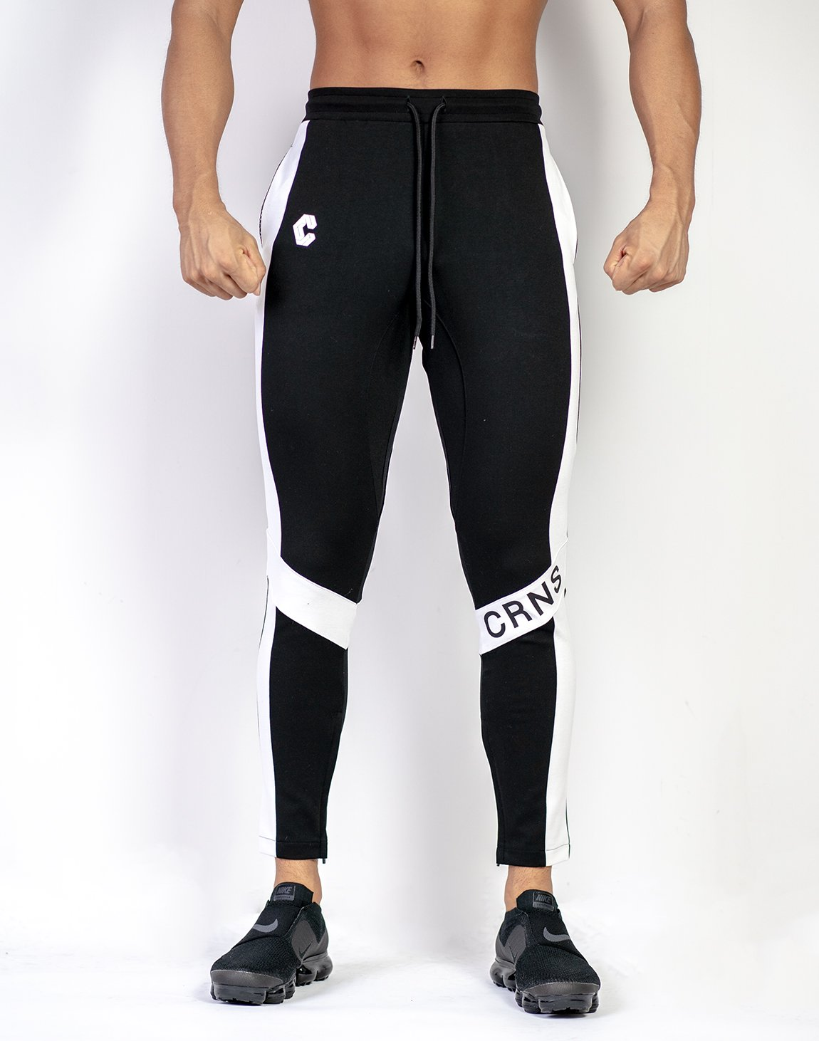 <img class='new_mark_img1' src='https://img.shop-pro.jp/img/new/icons1.gif' style='border:none;display:inline;margin:0px;padding:0px;width:auto;' />CRNS KNEE LOGO PANTS 【BLACK】Restock.Ver