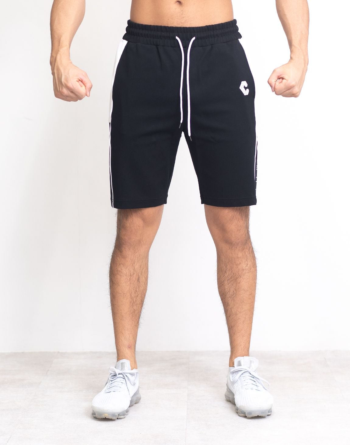 <img class='new_mark_img1' src='https://img.shop-pro.jp/img/new/icons55.gif' style='border:none;display:inline;margin:0px;padding:0px;width:auto;' />CRONOS SIDE LINE LOGO SHORTS【BLACK】