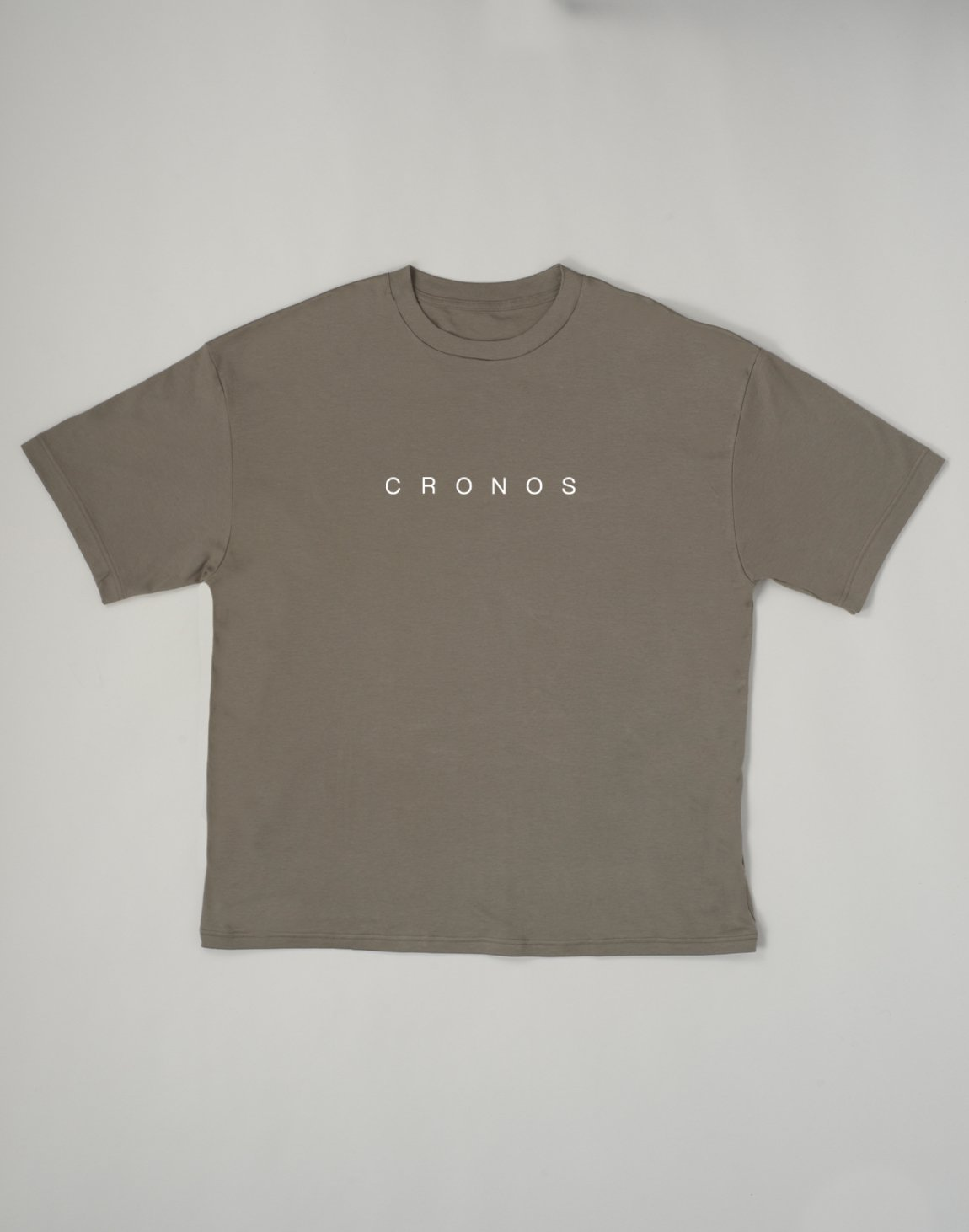 <img class='new_mark_img1' src='https://img.shop-pro.jp/img/new/icons1.gif' style='border:none;display:inline;margin:0px;padding:0px;width:auto;' />CRONOS NEW FONT LOGO OVER SIZE T-SHIRTS【KHAKI】