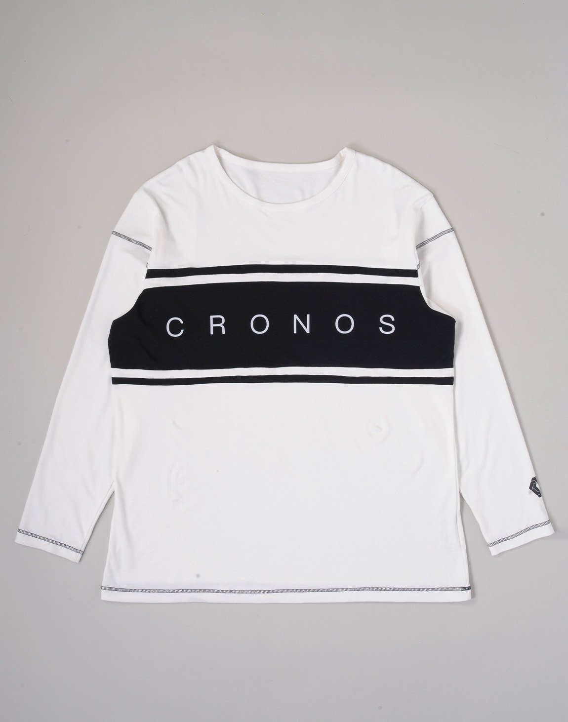 <img class='new_mark_img1' src='https://img.shop-pro.jp/img/new/icons1.gif' style='border:none;display:inline;margin:0px;padding:0px;width:auto;' />CRONOS BANNER LOGO BIG LONG SLEEVE【WHITE】