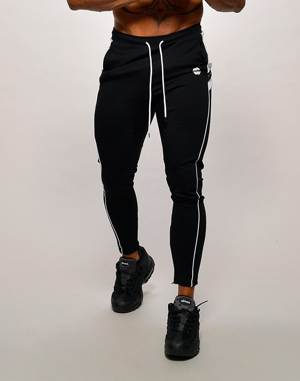 <img class='new_mark_img1' src='https://img.shop-pro.jp/img/new/icons1.gif' style='border:none;display:inline;margin:0px;padding:0px;width:auto;' />CRONOS NARROW SWEAT PANTS【BLACK】