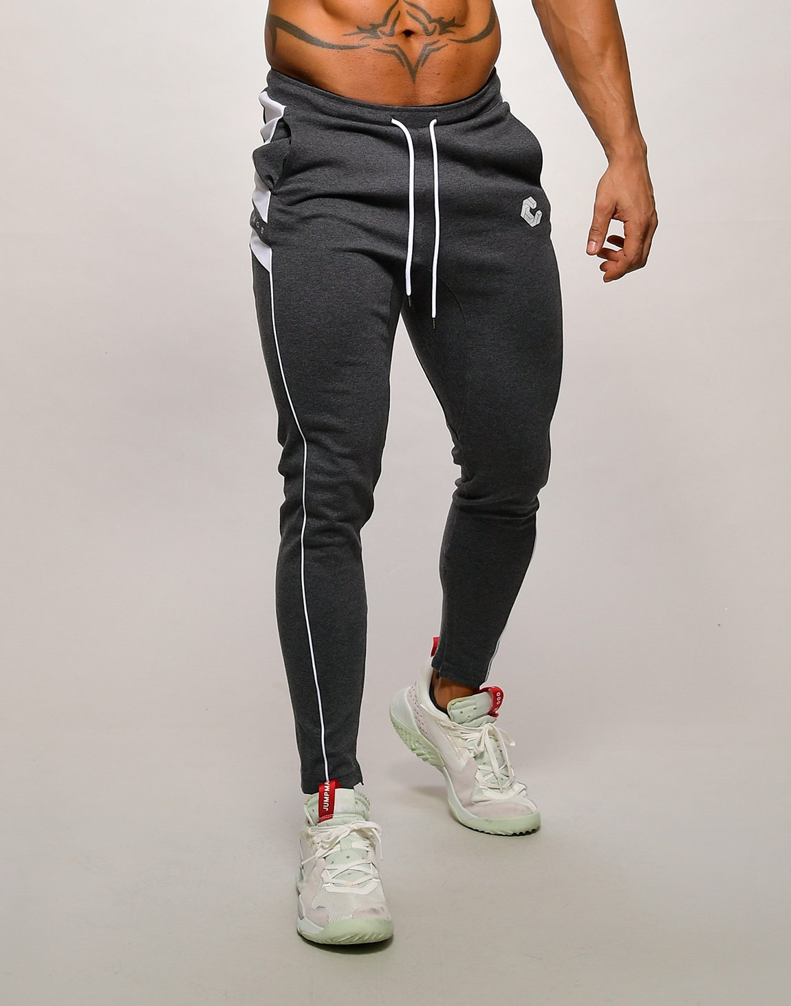 <img class='new_mark_img1' src='https://img.shop-pro.jp/img/new/icons1.gif' style='border:none;display:inline;margin:0px;padding:0px;width:auto;' />CRONOS NARROW SWEAT PANTS【C.GRAY】