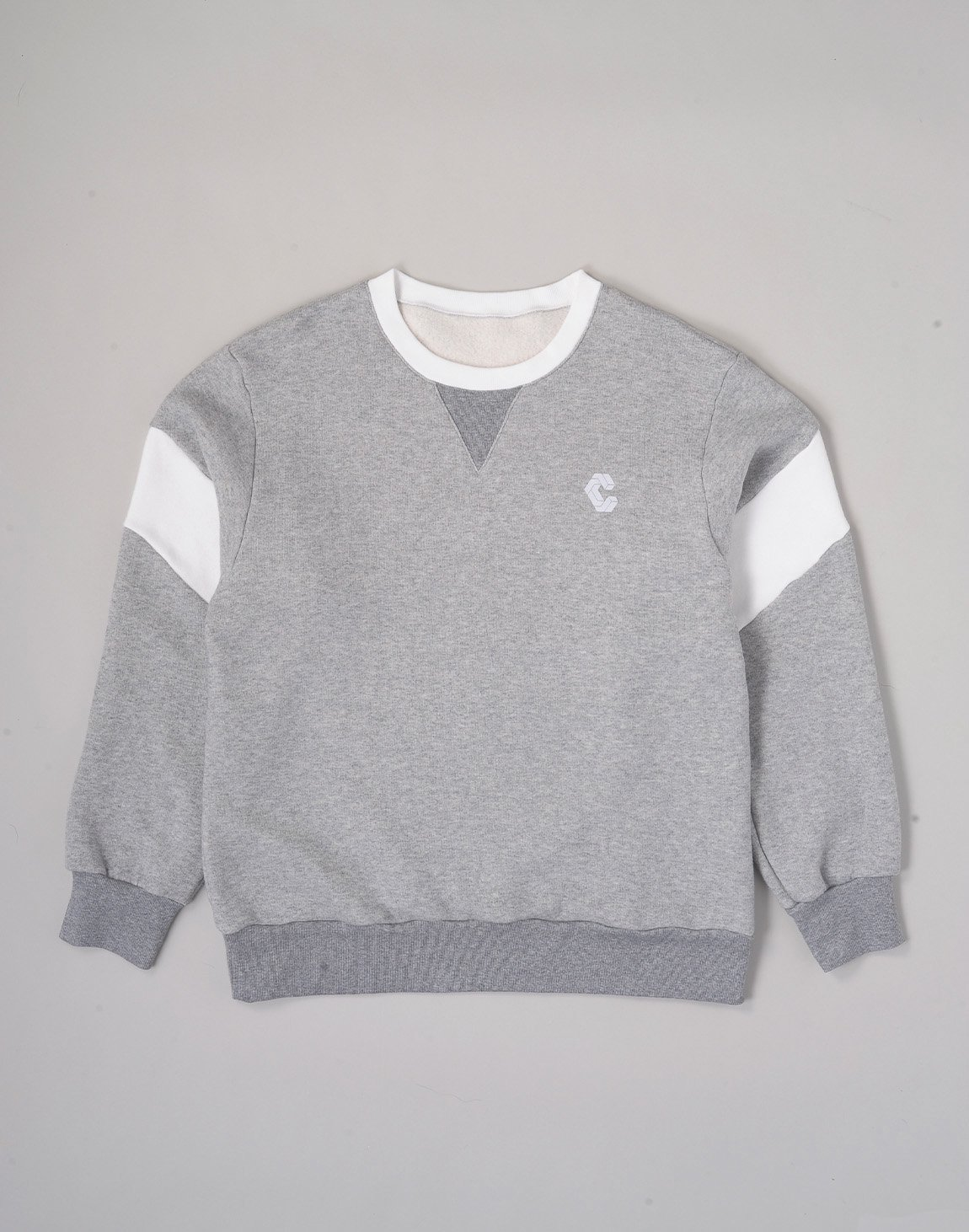 <img class='new_mark_img1' src='https://img.shop-pro.jp/img/new/icons1.gif' style='border:none;display:inline;margin:0px;padding:0px;width:auto;' />CRONOS LOGO SOFT FLEECE SWEATSHIRT【GRAY】