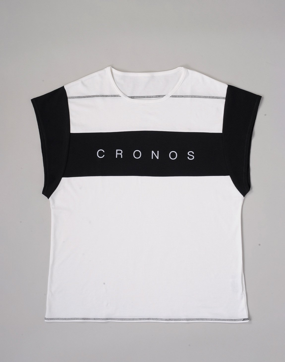 <img class='new_mark_img1' src='https://img.shop-pro.jp/img/new/icons1.gif' style='border:none;display:inline;margin:0px;padding:0px;width:auto;' />CRONOS BANNER LOGO TOPS【WHITE】