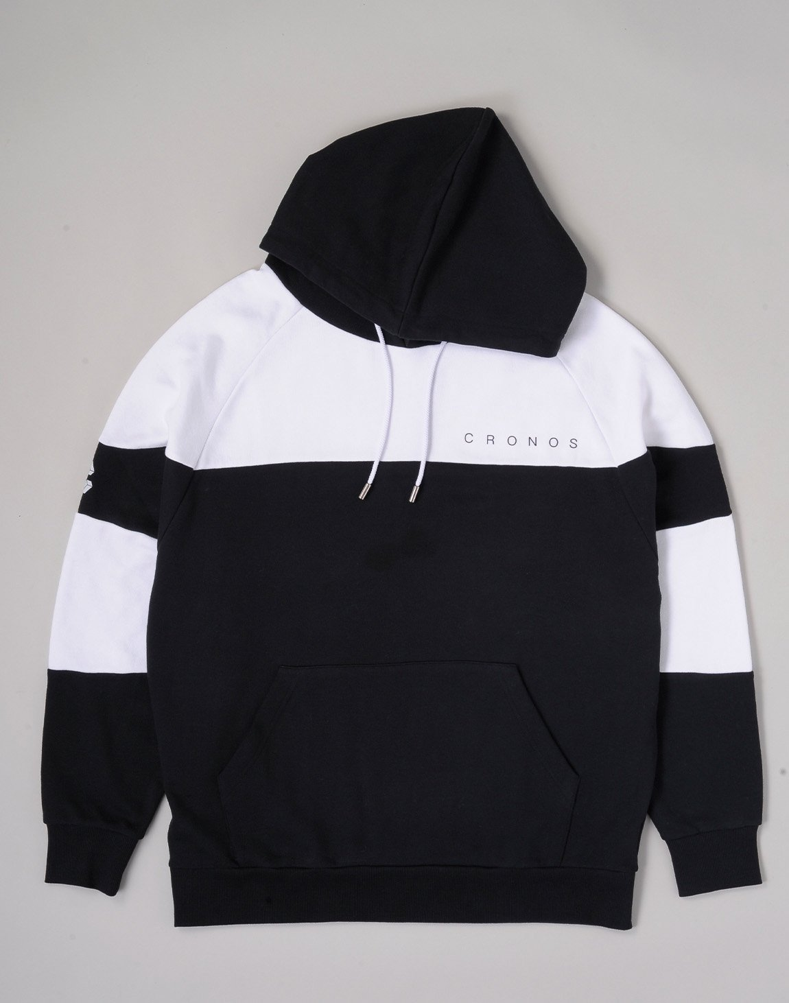 <img class='new_mark_img1' src='https://img.shop-pro.jp/img/new/icons1.gif' style='border:none;display:inline;margin:0px;padding:0px;width:auto;' />CRONOS CUT BACK BASIC HOODIE【BLACKxWHITE】