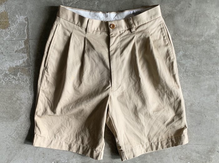 cotton two tuck shorts / BEIGE