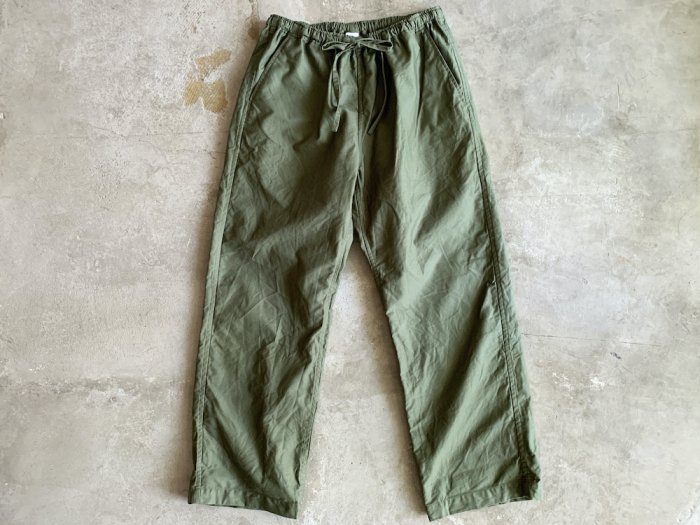 <img class='new_mark_img1' src='https://img.shop-pro.jp/img/new/icons56.gif' style='border:none;display:inline;margin:0px;padding:0px;width:auto;' />military twill easy pants / OLIVE