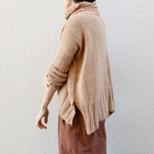 <img class='new_mark_img1' src='//img.shop-pro.jp/img/new/icons13.gif' style='border:none;display:inline;margin:0px;padding:0px;width:auto;' />NEBULAVO<BR>SURI ALPACA TURTLE NECK SWEATER