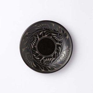 やちむん 育陶園 5寸皿(線彫り・唐草 黒)