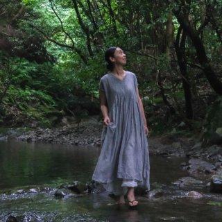 maison de soil<br>ミニピンタック Vネックドレス〈MINI PINTUCK V-NECK DRESS〉