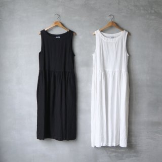 ARMEN<br>ボートネックノースリーブワンピース<br>〈LINEN PLAIN BOAT NECK NO/SL ONE-PIECE〉