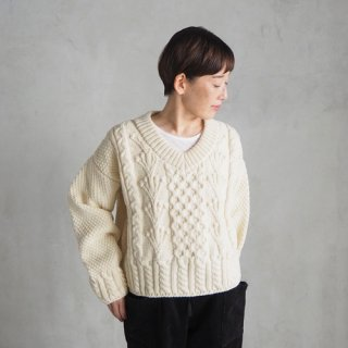 <img class='new_mark_img1' src='https://img.shop-pro.jp/img/new/icons27.gif' style='border:none;display:inline;margin:0px;padding:0px;width:auto;' />GUERNSEY WOOLLENS<br>Vネックフィッシャーマンズセーター