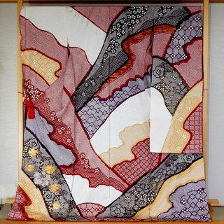 関芳振袖(総絞りに桜の金駒刺繍)