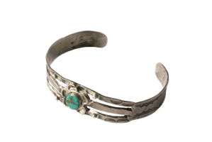 <img class='new_mark_img1' src='//img.shop-pro.jp/img/new/icons5.gif' style='border:none;display:inline;margin:0px;padding:0px;width:auto;' />Turquoise Flowre Bracelet (VIJ4)